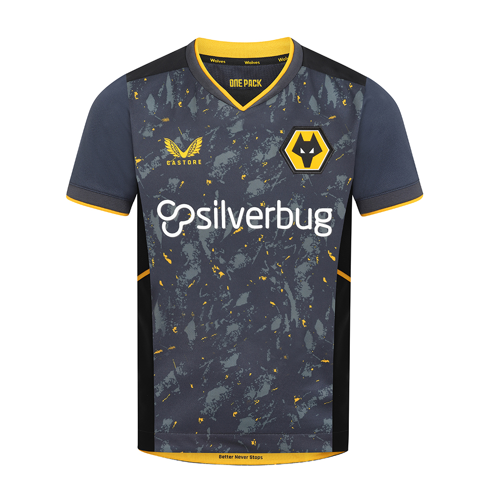 2021-22 Wolves Away Shirt - JuniorBe Part of the Pack with the 2021-22 Wolves Away Junior Shirt.The tonal greys and black with the flecks of wolves gold throughout the pattern is modern and aggressive and fits the team, playing style and clubFeatures the signature Castore Logo in Wolves Gold and Wolves iconic crest on chest.Ribbed collar and cuffs with contrast taping.Wolves back neck taping100% polyester