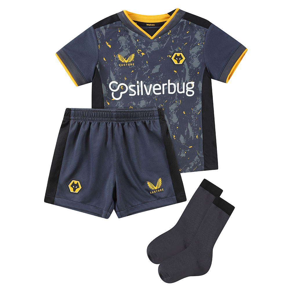 2021-22 Wolves Away Baby KitBe Part Of the Pack, with the 2021-22 Wolves Away kit and show your pride on the street and in the stands.The tonal greys and black with the flecks of wolves gold throughout the pattern is modern and aggressive and fits the teams playing style and club.Contains Shirt, shorts and socks for any little Wolves Fan.Features the signature Castore Logo in Wolves Gold and Wolves iconic crest on chest.Wolves back neck tapingSliverbug sponsorship logoPress - stud collar fasteningShirt & Shorts: 100% PolyesterSocks: Polyamide 98%, Elastane 2%
