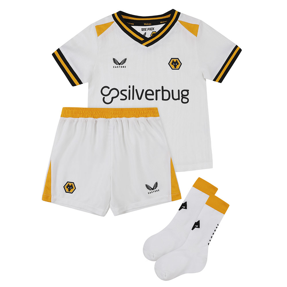 2021-22 Wolves 3rd Infant KitBe Part Of the Pack, with the 2021-22 Wolves Third Infant Kit and show your pride on the street and in the stands.Matte/shine white jacquard knit fabric on body and sleeves with contrast Wolves gold shoulder panels. Contains Shirt, shorts and socks for any little Wolves Fan.Features the signature Castore Logo and Wolves iconic crest on chest.Wolves back neck tapingSliverbug sponsorship logoShirt & Shorts: 100% PolyesterSocks: Polyamide 98%, Elastane 2%