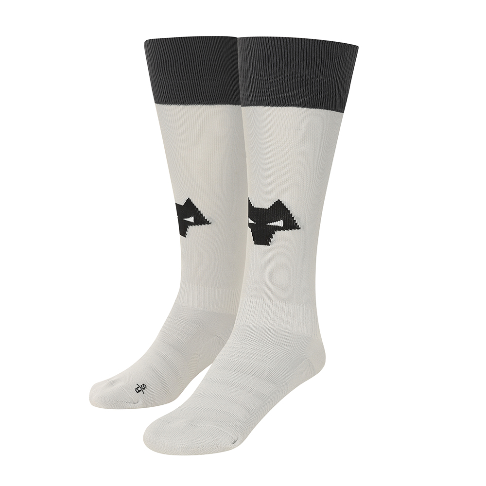 2021-22 Wolves Home Goalkeeper Sock - JuniorBe Part Of the Pack, with the 2021-22 Wolves Home Goalkeeper Sock and show your pride on the streets and in the stands.Featuring a Wolves head incorporated into front and centre of the sock, to show prominently on and off field. 100% Polyester