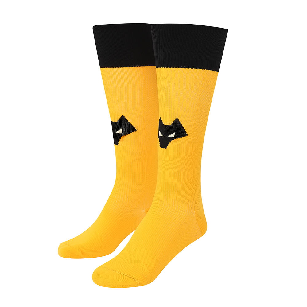 2021-22 Wolves Pro Home Sock - AdultBe Part of the Pack with the 2021-22 Wolves Pro Home Sock, as worn by the players during the 2021-22 season.Wolves head as been incorporated into all the socks at front and centre, where it should be.Zoned compression socks aids the players during play with support to key areas that are known as high injury and will aid recovery.